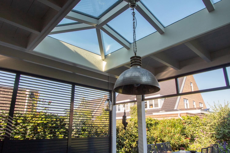 Schilddak in veranda te Waddinxveen