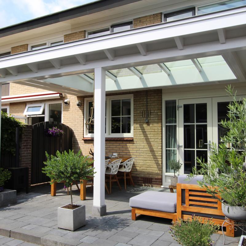 Zadeldak in veranda te Barneveld